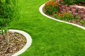 Use Trendy Edging to Accent Your Landscape